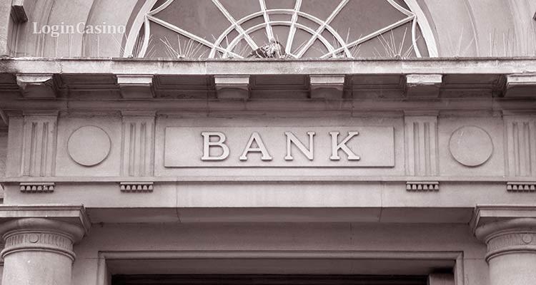 С банков могут снять ответственность за блокировку счета